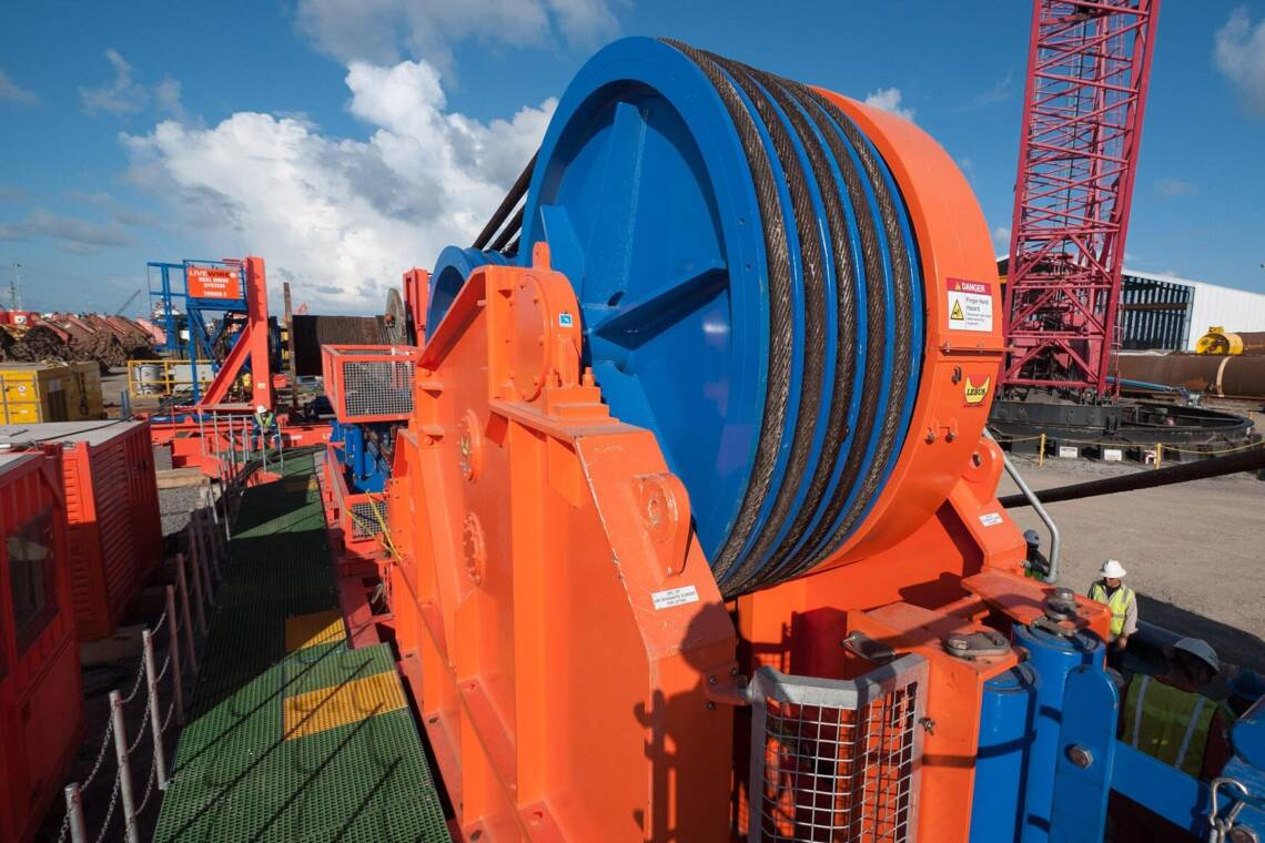 Traction winch